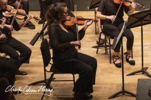Joscelyn Hilder playing violin in MUMS Orchestra
